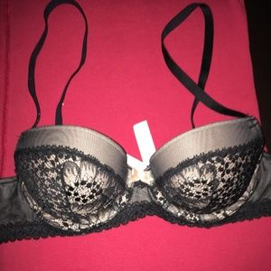 Victoria Secret 32A Pushup
